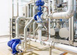 Installation industrielle en pompage et régulation - échangeur à plaques et pompe centrifuge